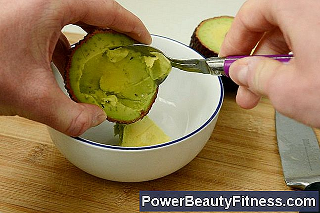 How To Use An Avocado Facial Mask