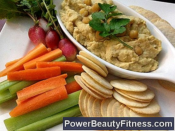 Healthy Snacks With Hummus