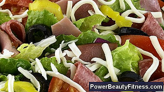 Nutritional Information On A Salad Of Lettuce And Tomato