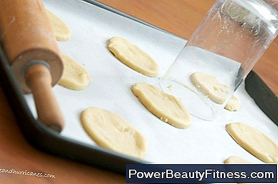 Can The Tray You Use To Bake Cookies Affect Its Appearance And Taste?